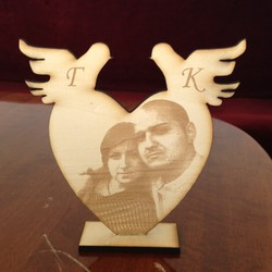 Гравирана снимка Сърце с гълабчета
